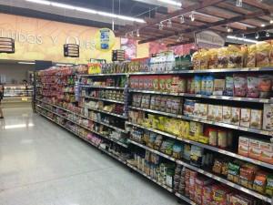 Costa Rica supermarket aisle