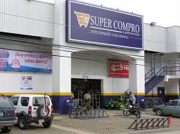 Super Cpmpro supermarket in Playas del Coco