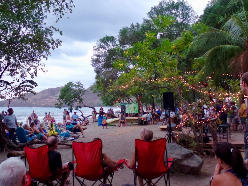 Playa Hermosa Salve monos gathering